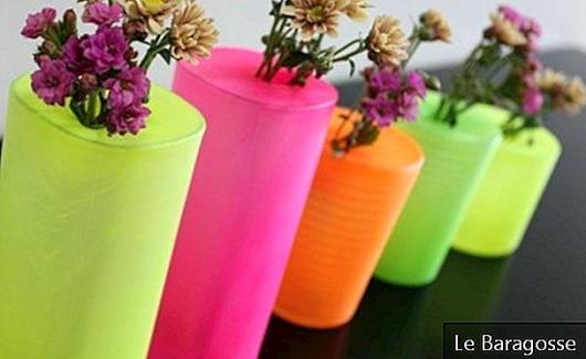 Charming decor: stylized bladder cups turn into flower pots