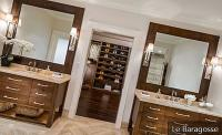 Closet with bathroom: refinement and practicality for your home